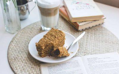 foodiesfeed.com_traditional-czech-honey-cake-caffee-latte.jpg